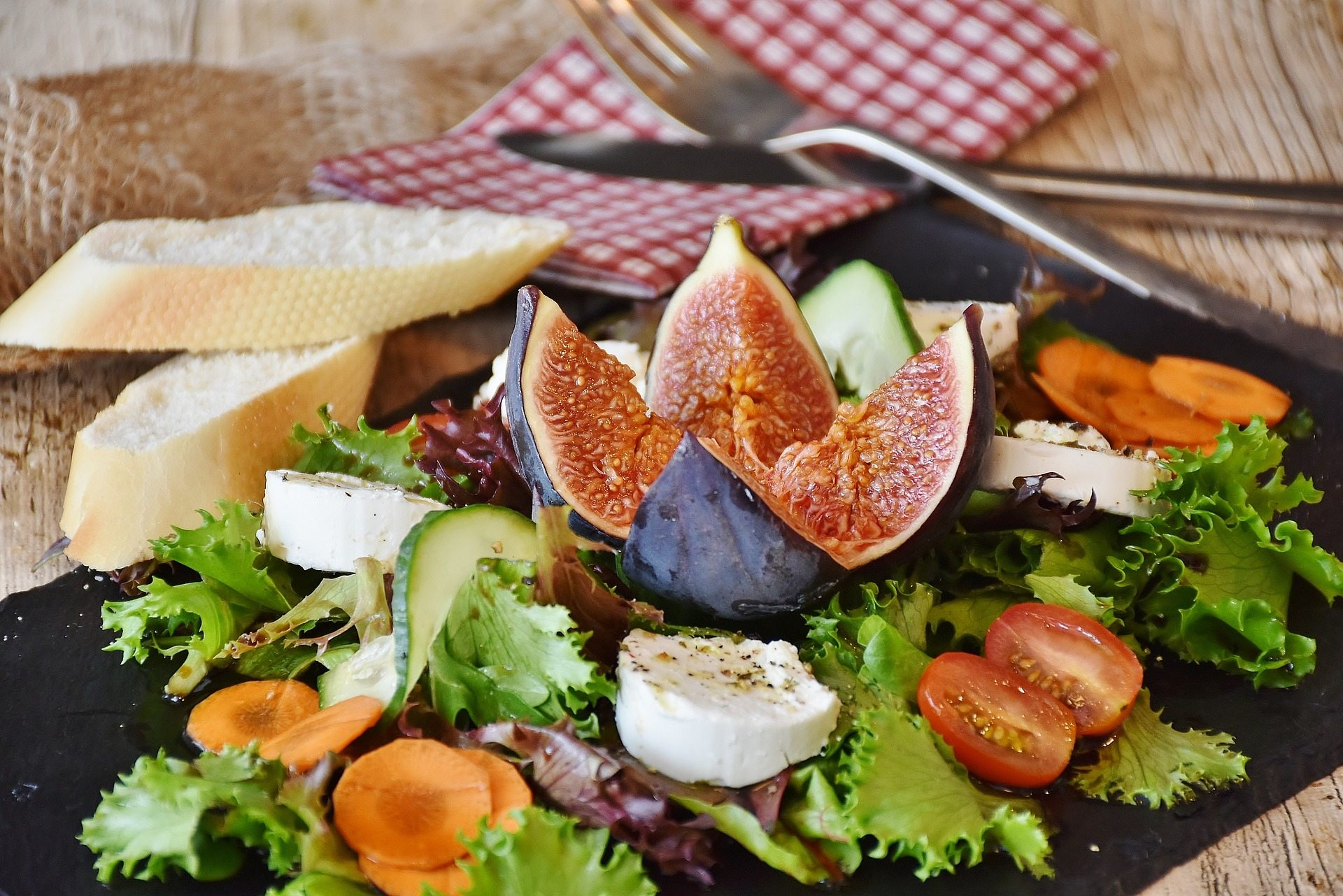salad 1672505 1920 - 4 Simple Tips For A Happier Healthier Workday